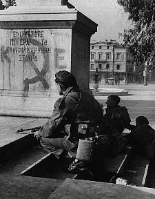 British soldiers fighting in Syntagma Dec 3 1944